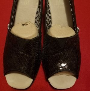 Toms 8 1/2 wide with Black Sequin